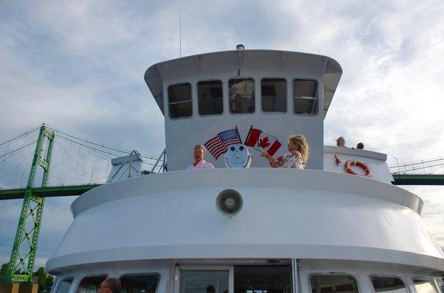 tourboat.jpg