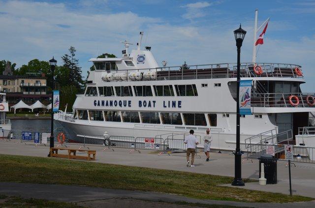 tourboat1.jpg