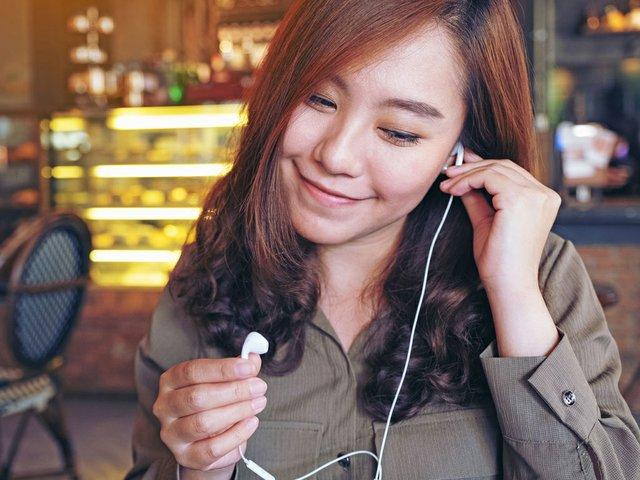 earphones-podcast.jpg