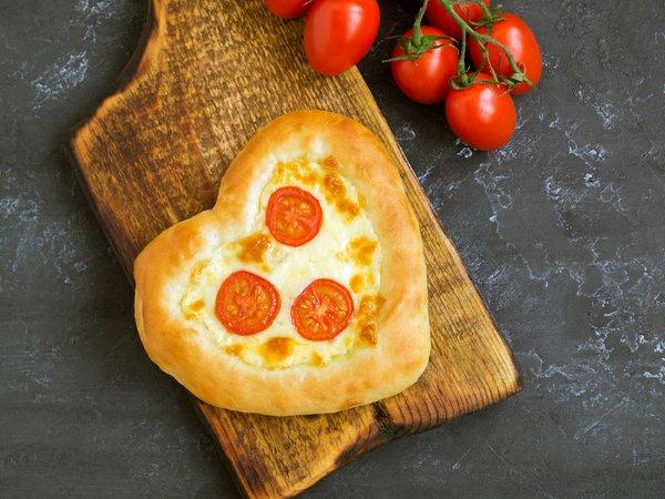 pizza-margarita-shape-heart-valentine-s-day.jpg