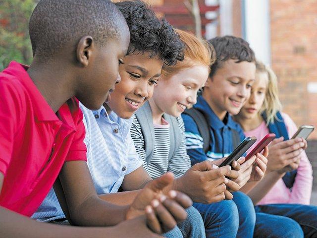 Kids-with-Cellphones.jpg