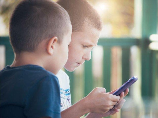 Kids-on-Cell-Phone.jpg